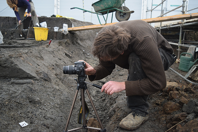 Photogrammetry being carried out during the excavation