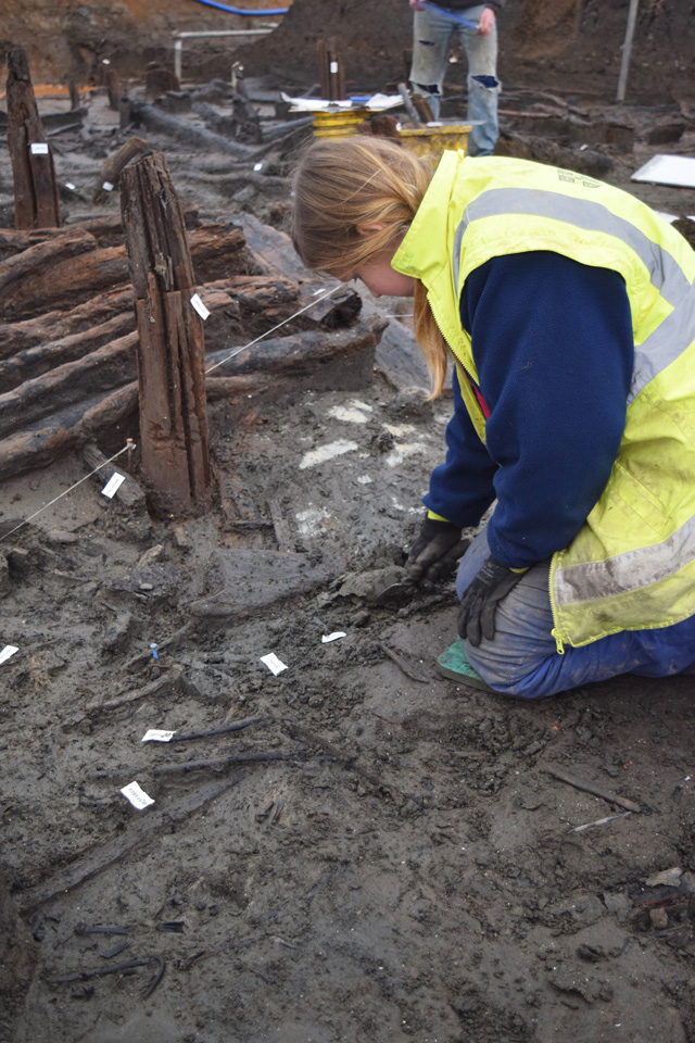 Working shot showing the beginning of the excavation of the occupation deposit.